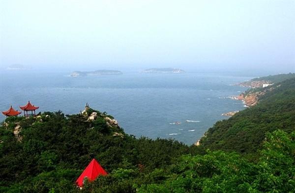 它是贯穿整个大连海滨风景区东西滨海路的要冲